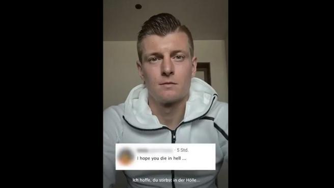 """Kroos muestra un mensaje que ha recibido: """"Espero que mueras en el infierno"""""""
