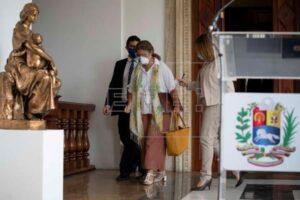 En la imagen, la embajadora de la Unión Europea (UE) en Caracas, Isabel Brilhante Pedrosa.