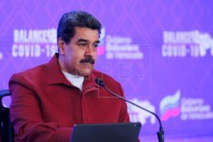 Fotografía cedida por prensa Miraflores que muestra al presidente de Venezuela, Nicolás Maduro, durante una intervención hoy en Caracas (Venezuela).