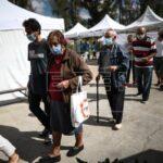 Cierre de escuelas y confinamiento de noche para frenar la covid en Argentina